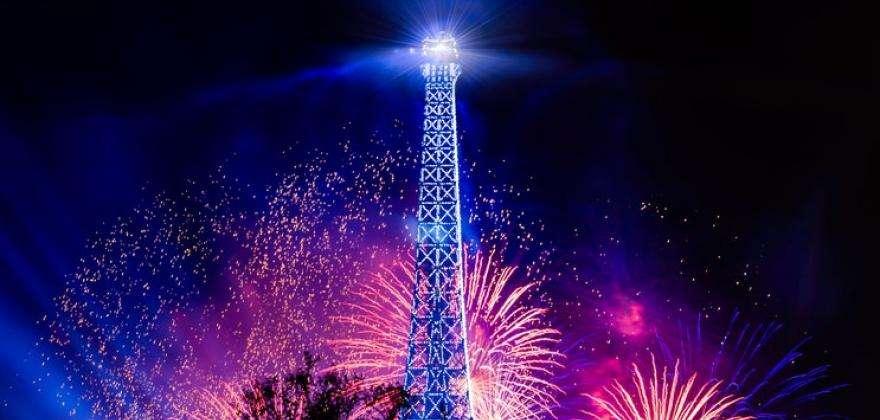 Le feu d'artifice du 14 Juillet depuis la Seine