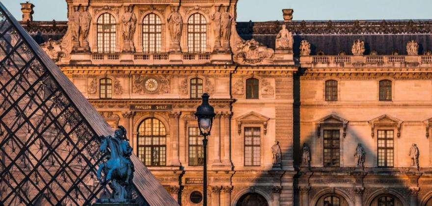 The  Louvre secrets