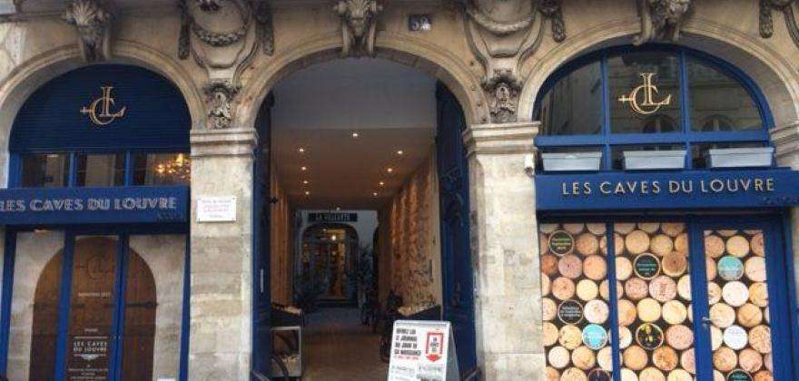 Comment participer aux soirées « Du vin à l'oeuvre » aux Caves du Louvre ?