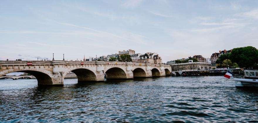 Discovering the Paris bridges