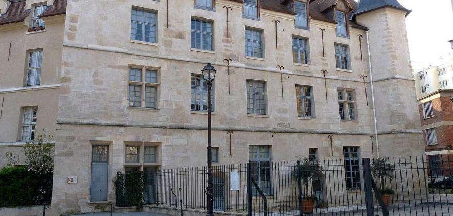 Hidden châteaux in Paris